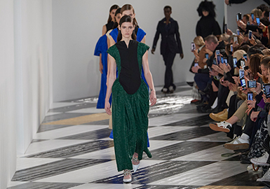 Classicism and Art -- The Catwalk Analysis of Loewe Womenswear