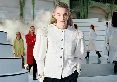The Anthem of Knight Girls -- The Catwalk Analysis of Chanel Womenswear