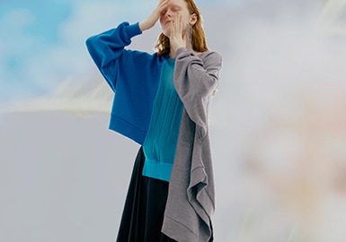 Chic and Comfortable -- The Silhouette Trend for Women's Sweatshirts