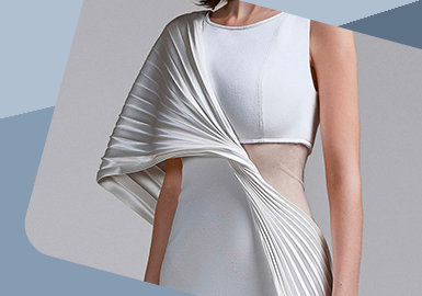 Application of Pleat -- The Craft Trend for Women's Gown Dress